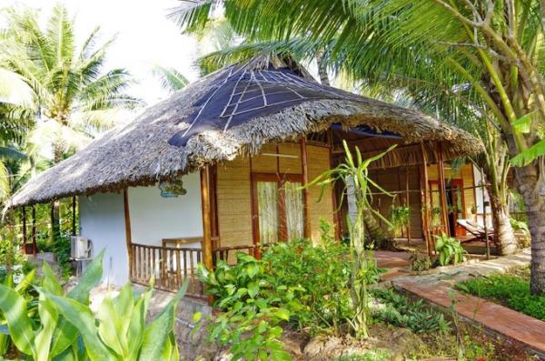 Nhà cấp 4 có mái bằng lá dừa nước
